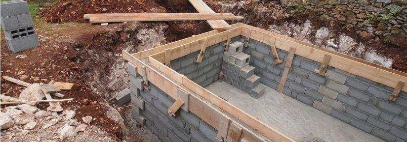 construire piscine agglo béton