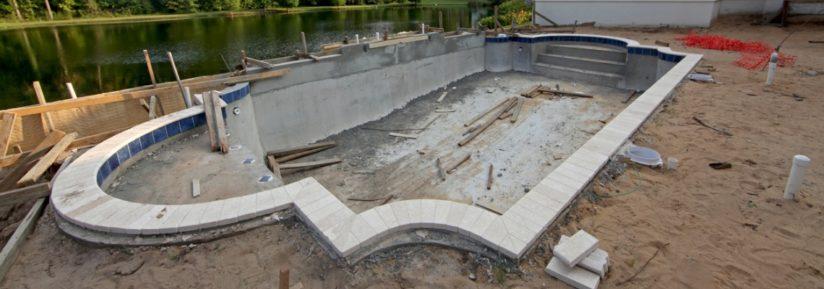 construire piscine en béton banché